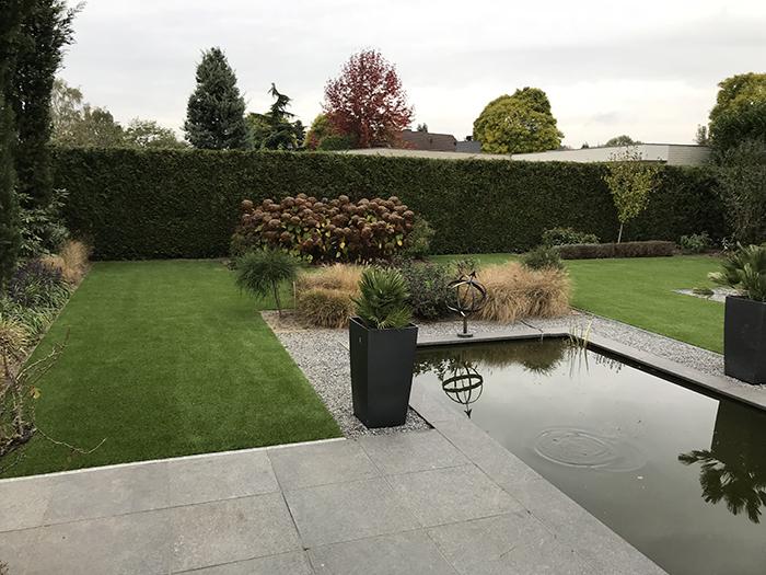 Kunstgras-tuin-met-vijver